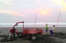 Air Laut Pasang, Wisatawan Diimbau 'Update' Informasi Cuaca dari BMKG