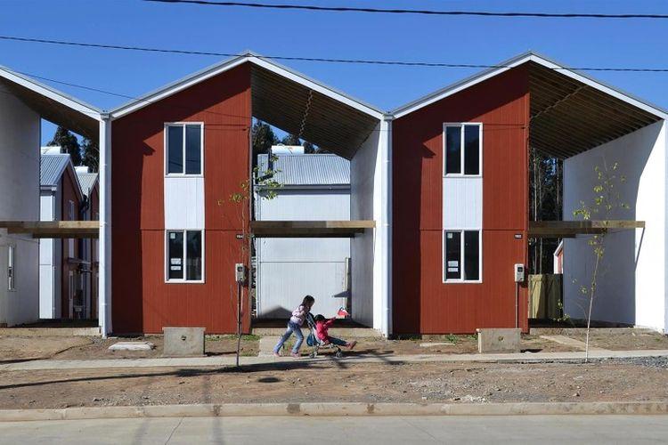 Dari ide ini, dia mulai membangun rumah setengah jadi. Sehingga kelak, mereka yang menempatinya mampu membangun sisa luas rumah saat sudah memiliki dana.