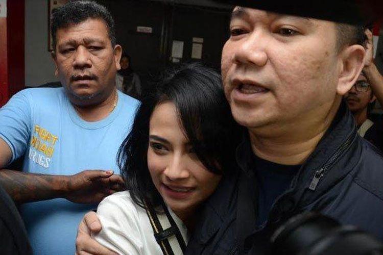 Vanessa Angel saat bebas dari Rutan Medaeng, Surabaya, Minggu (30/6/2019).