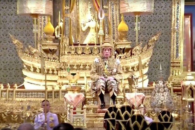 Raja Thailand Maha Vajiralongkorn pada upacara penobatannya di Grand Palace di Bangkok, Thailand, Sabtu (4/5/2019). (Pool TV Thailand/REUTERS)