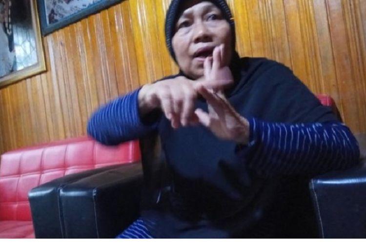 Junaidah (59), guru di SDN Keraton 3