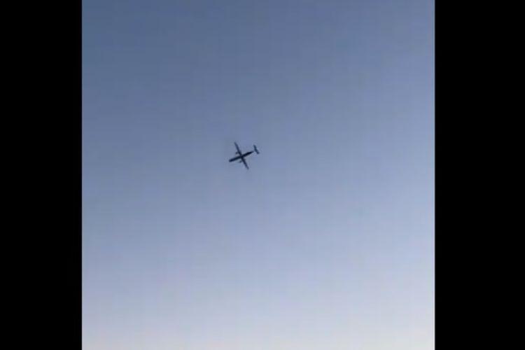 Seorang kru maskapai mencuri pesawat dengan kapasitas 76 orang dari Bandara Seattle-Tacoma, Amerika Serikat, pada Jumat (10/8/2018) malam. Pesawat dilaporkan jatuh sejauh 50 km dari bandara. (Twitter)