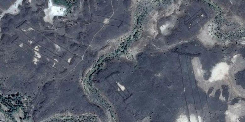 Struktur misterius di Arab Saudi yang menyerupai gerbang.