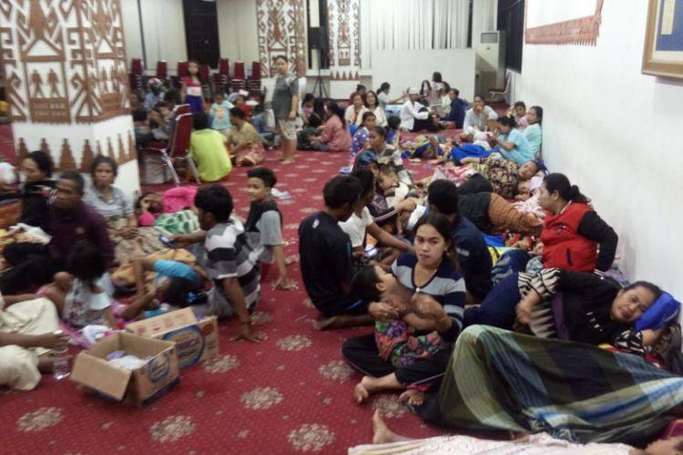 Para pengungsi korban tsunami Selat Sunda di Lampung.