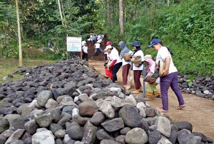 Padat Karya Tunai, Cara Patra Jasa Perbaiki Akses Desa Candi Borobudur