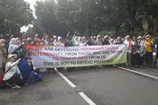 Dilarang Demo di Depan MK, Massa Berorasi di Depan Kemenhan