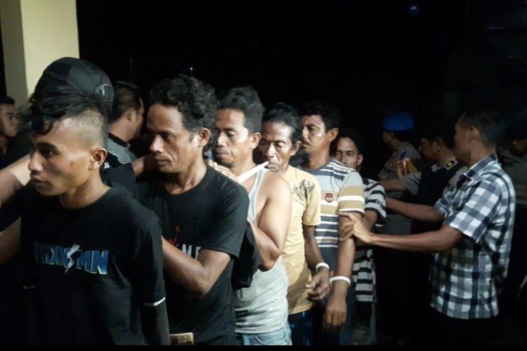 82 terduga pelaku kerusuhan di Buton tiba di Mapolda Sultra