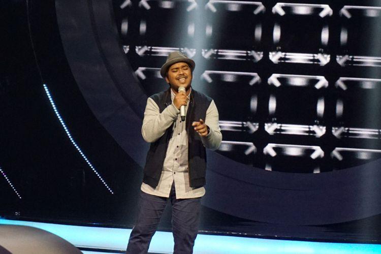 Kontestan Ahmad Abdul saat tampil di panggung Indonesian Idol sesion 9 yang digelar di Studio 11, MNC Studios, Kebon Jeruk, Jakarta Barat, Senin (22/1/2018).