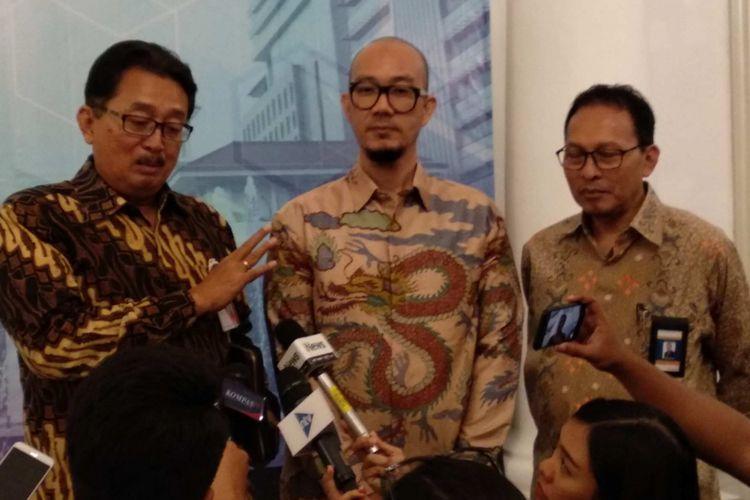 Direktur Bisnis Bank DKI Antonius Widodo Mulyono dan Ketua Perkumpulan Gerakan OK OCE Faransyah Jaya di Balai Kota DKI Jakarta, Kamis (15/2/2018).