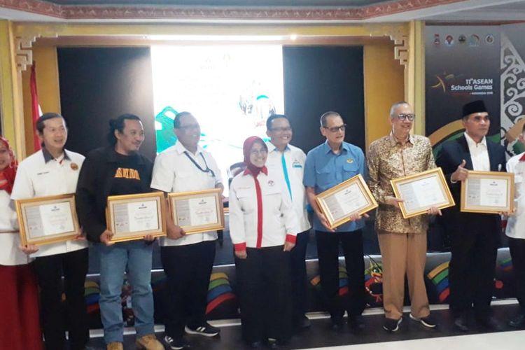 Badan Standarisasi dan Akreditasi Nasional Keolahragaan (BSANK) bersama Kemenpora resmi memberikan sertifikat akreditasi bagi 6 organisasi olahraga di Gedung Wisma Menpora, Jakarta, Senin (24/6/2019).