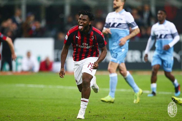 Franck Kessie merayakan golnya dari eksekusi penalti pada pertandingan AC Milan vs Lazio dalam lanjutan Liga Italia di San Siro, 13 April 2019.