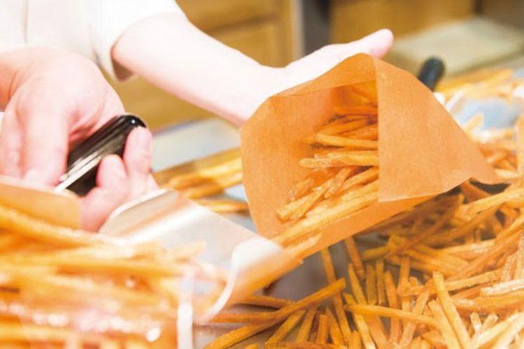 Stik ubi yang dijual di Toko Nihonbashi Imoya Kinjiro, Tokyo, Jepang.
