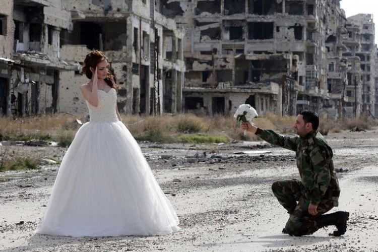Akibat perang yang tak kunjung berakhir, menikah menjadi sebuah hal yang nyaris mustahil dilakukan warga Suriah.