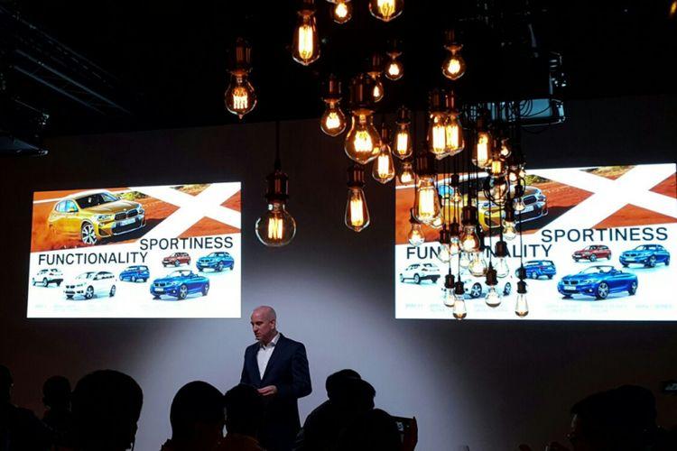 Kepala Proyek BMW X2 Julius Schluppkotten saat menjelaskan seluk beluk produk di Lisbon, Portugal.