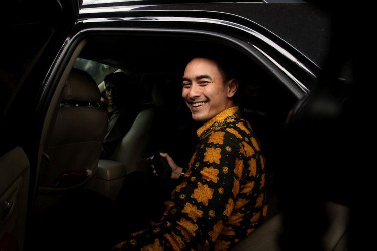 KPK Panggil Gubernur Jambi - Penyidik Komisi Pemberantasan Korupsi (KPK) memanggil Gubernur Jambi Zumi Zola (kiri) untuk memberikan keterangan di gedung KPK, Jakarta, Senin (22/1/2018).
