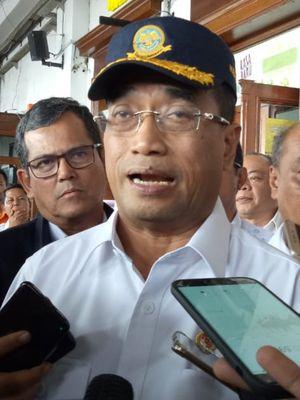 Menteri Perhubungan Budi Karya Sumadi saat ditemui usai memimpin rapat tertutup di Stasiun Bogor, Kamis (4/4/2019).