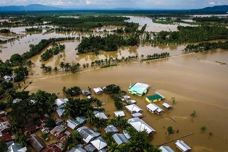 Foto udara menunjukkan kondisi kota Kabacan di Catobato utara, selatan pulau Mindanao usai diterjang badai tropis Tembin dan banjir, Sabtu (23/12/2017).