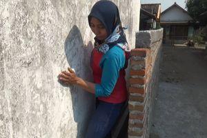 Tetangga Siap Bongkar Tembok yang Tutupi Rumah di Jombang, Ini Syaratnya...