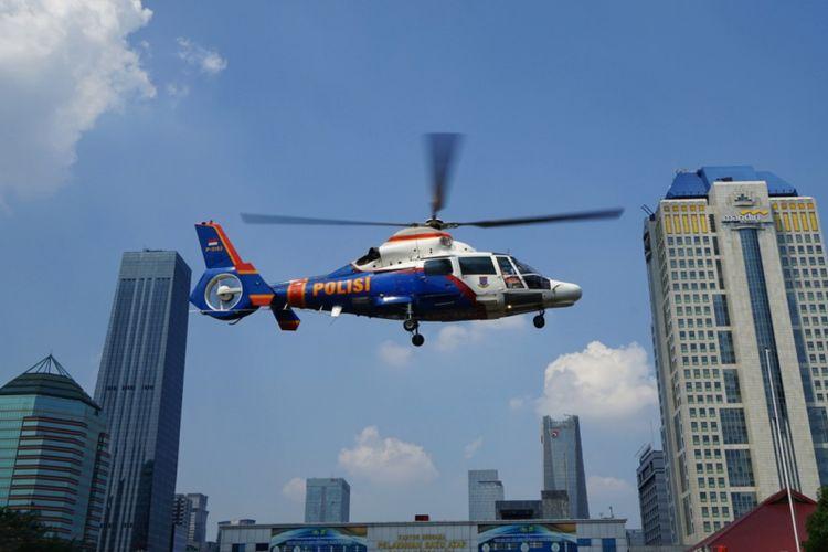 Helikopter yang ditumpangi Kepala Kepolisian RI (Kapolri) Jenderal Pol Tito Karnavian saat meninjau situasi arus mudik H-1 Lebaran, Kamis (14/6/2018).