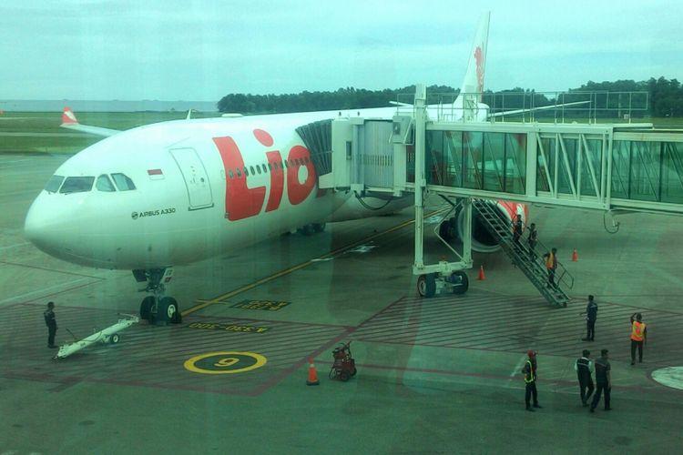 Pesawat maskapai Lion Air, yakni Airbus 330-300 nomor penerbangan JT-118, membawa ratusan jamaah umrah langsung dari Balikpapan ke Madinah. Rute ini akan berlangsung rutin 1 kali dalam 1 minggu.