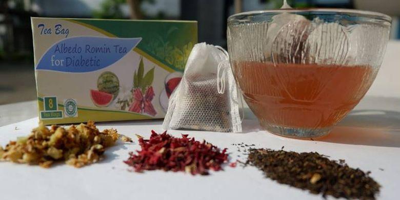 "Inovasi yang dihasilkan, Albedo Romin Tea(Dok. Novia)  Artikel ini telah tayang di Kompas.com dengan judul ""Kisah Mahasiswi Unair Kembangkan Teh Diabetes dan Raih Emas di China"", https://edukasi.kompas.com/read/2018/09/28/13130501/kisah-mahasiswi-unair-kembangkan-teh-diabetes-dan-raih-emas-di-china.  Penulis : Mela Arnani Editor : Bayu Galih"