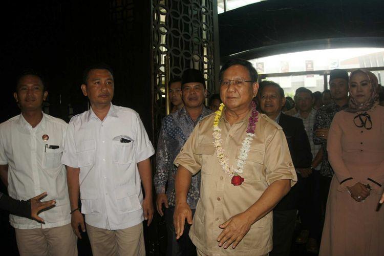 Ketua Umum Partai Gerindra Prabowo Subianto pertama kali turun di Karawang untuk memenangkan paslon Sudrajat-Syaikhu pada Pilkada Jabar, Selasa (27/3/2018).