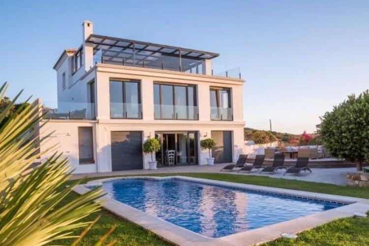Rumah mewah di Spanyol ini adalah salah satu dari rumah-rumah mewah yang ditinggali Sorelle Amor selama 13 pekan petualangannya.