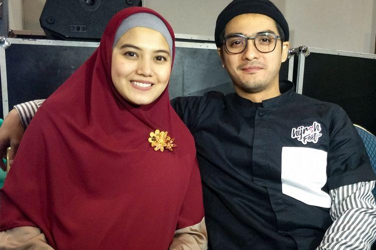 Pasangan selebriti Ricky Harun dan Herfiza Novianti saat ditemui di Hijrah Fest 2018 di Jakarta Convention Centre, Komplek Gelora Bung Karno, Jakarta Pusat, Jumat (9/11/2018).