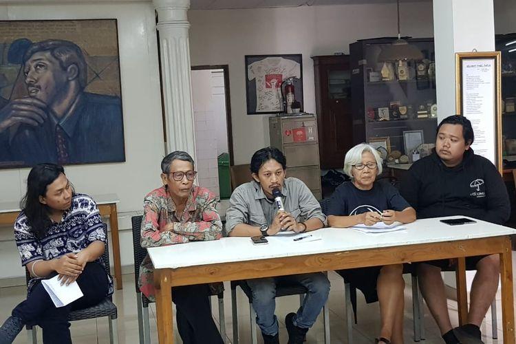 Deputi Koordinasi KontraS Feri Kusuma saat memberikan keterangan pers soal kasus Kivlan Zen dan Wiranto di Kantor KontraS, Senen, Jakarta Pusat, Kamis (15/8/2019).