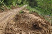 Jalur Sisi Selatan Kabupaten Trenggalek Tertimbun Longsor