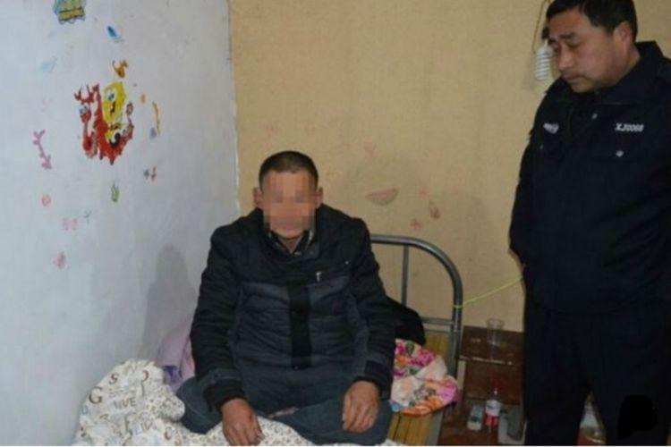 Seorang pencuri bernama Zhu tak bisa mengelak lagi setelah ditangkap polisi karena ketiduran di kediaman korbannya.