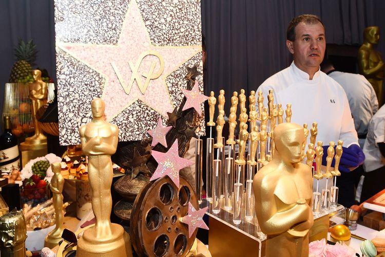 Aneka permen dengan minatur piala Oscar di makan malam pasca Oscar.