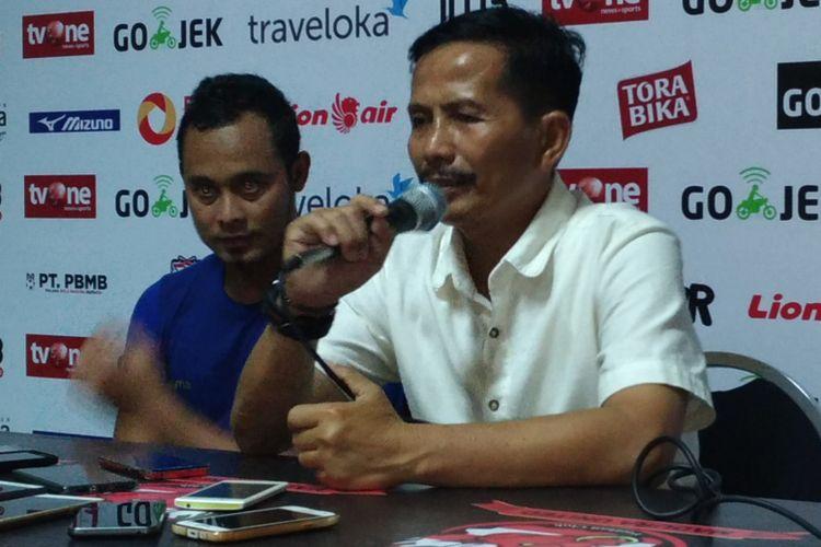 Pelatih Persib Bandung, Djadjang Nurdjaman kecewa atas kekalahan timnya dari Madura United dan menganggap hal tersebut karena dikerjai wasit, Minggu (9/7/2017).