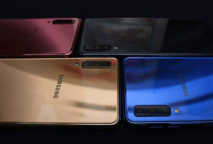Melihat Galaxy A7, Smartphone 3 Kamera Belakang Pertama Samsung
