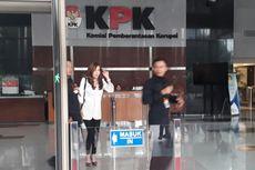 Usai Diperiksa KPK, Istri Andi Narogong Bungkam