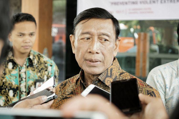 Menteri Koordinator Bidang Politik, Hukum dan Keamanan Wiranto usai menjadi pembicara kunci pada 6th Action Asia Peacebuilders Forum, di Kawasan Sudirman, Jakarta Pusat, Senin (16/10/2017).