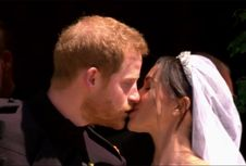 Saat Pangeran Harry Mencium Megan Markle di Luar Kapel St.George...