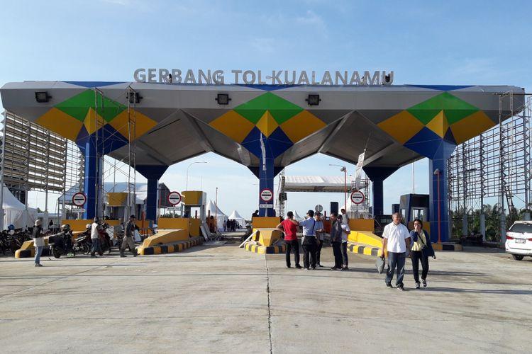 Gerbang Tol Kualanamu yang merupakan bagian dari Jalan Tol Medan-Kualanamu-Tebing Tinggi.