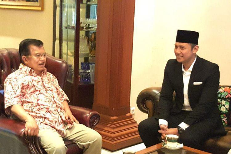 Putra sulung Presiden ke-6 Republik Indonesia Susilo Bambang Yudhoyono, Agus Harimurti Yudhoyono (AHY) bertemu dengan Wakil Presiden Jusuf Kalla, pada Sabtu (28/10/2017) sekitar pukul 07.00 WITA.   Pertemuan dalam rangka silaturahmi tersebut berlangsung di kediaman pribadi Jusuf Kalla di Jalan Haji Bau, Makassar, Sulawesi Selatan.