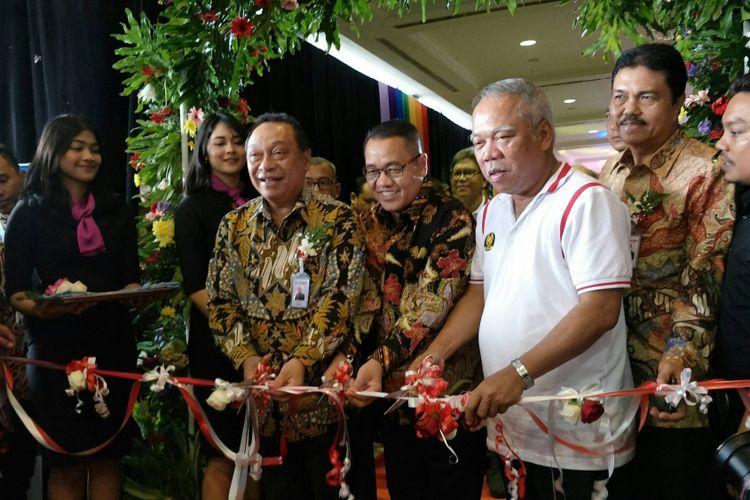 Menteri Pekerjaan Umum dan Perumahan Rakyat (PUPR) Basuki Hadimuldjono dan Direktur Utama Bank BTN Maryono saat pembukaan Indonesia Properti Expo (IPEX) 2018 di Jakarta Convention Center, Sabtu (3/2/2018).