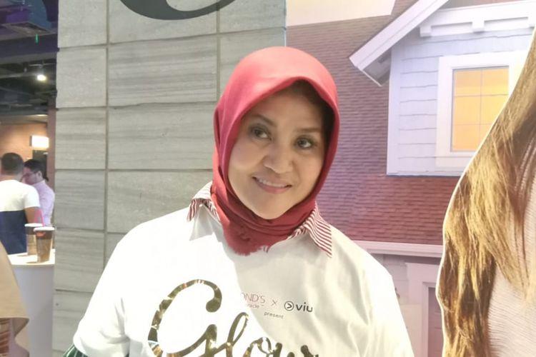 Tetty Liz Indriati menghadiri peluncuran tayangan seri Glow lewat layanan video Over The Top (OTT) Viu yang diselenggarakan di CGV fX Sudirman, Jakarta Selatan, Kamis (20/12/2018).