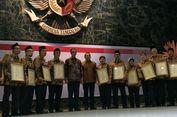 Anies Minta Donor Darah yang Dapat Satyalancana Pamerkan Lencana dari Jokowi