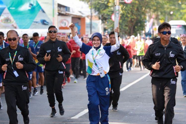 Ari Noviyanti (39) sempat mencuri perhatian saat torch relay (pawai obor) Asian Games 2018di Kabupaten Banyuwangi beberapa waktu lalu