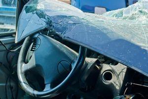 Nasib Malang Pengemudi KIA: Mogok, Ditabrak Fortuner, dan Mobilnya Terbakar