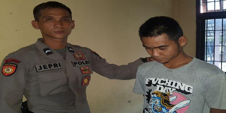 Ferry merupakan pelaku pemerkosaan gadis keterbelakangan mental saat diamankan petugas Polres Lamandau.