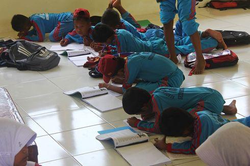 Tak Ada Bangku Sekolah, Siswa SD di Perbatasan Nunukan Belajar di Lantai