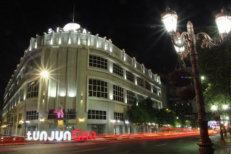Menyusuri Tunjungan Surabaya saat Malam Hari