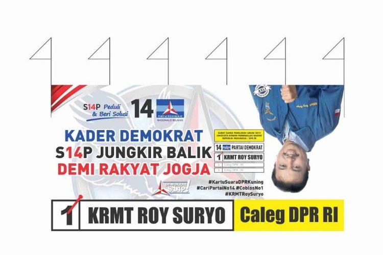 Baliho kampanye Roy Suryo dengan konsep Jungkir Balik.