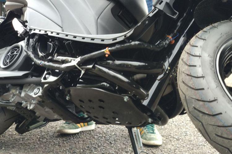 Tangki bahan bakar Yamaha Freego ada di bawah dan terlindung