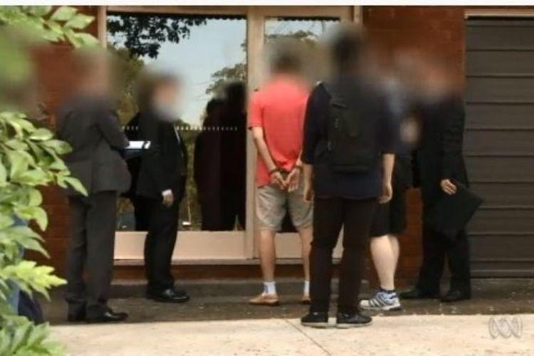 Polisi Australia menuntut pria asal Sydney karena bertindak sebagai agen ekonomi untuk Korea Utara. Pria itu dituduh melakukan percaloan dan mendiskusikan penawaran senjata pemusnah massal. (Australia Plus)